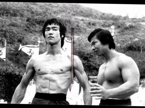 BRUCE LEE en un combate REAL (Bruce Lee vs Karateca Joe lewis) - YouTube