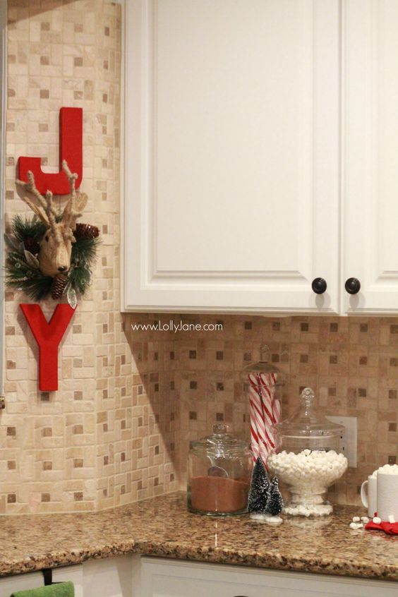 Easy christmas kitchen decor ideas dress up party gifts for Ways to decorate kitchen
