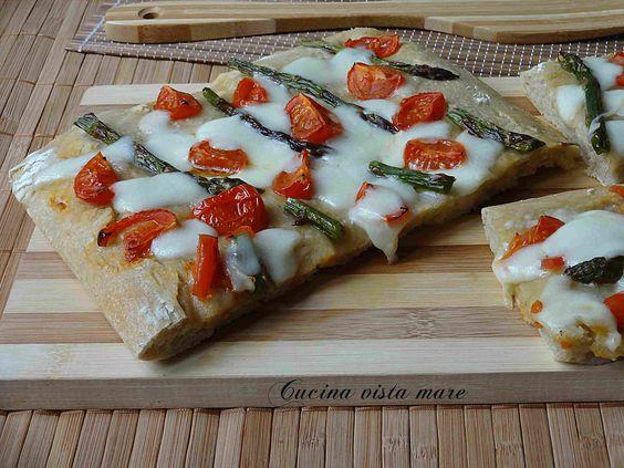 Pizza agli asparagi Cucina vista mare