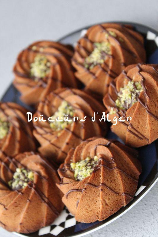 Les Couronnes Au Chocolat Douceurs D Alger Gateau Oriental Facile Recette Makrout Facile Recette Gateau Sec