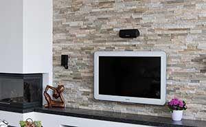 Barroco natuursteenstrips steenstrips modern rusty wand in woonkamer met open haard houten for Deco woonkamer moderne woonkamer