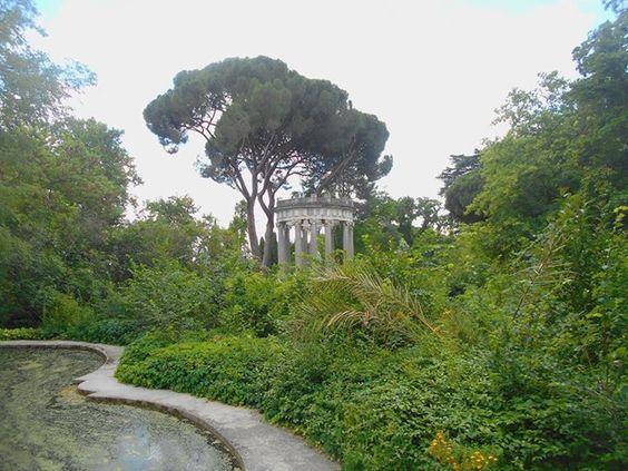 Charca verde y Templo de Apolo