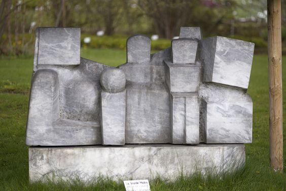 #Kiel Das Spiel mit kubischen Formen steht im Mittelpunkt dieser Marmorskulptur von Bildhauer Pierre Schumann.