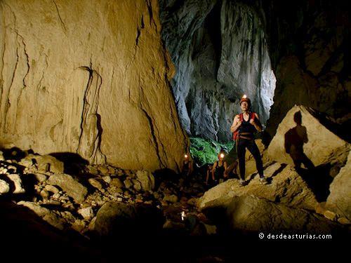 Cueva del Tinganón #Ribadesella. Cuevas de #Asturias [Mäs info] http://www.desdeasturias.com/cueva-del-tinganon/