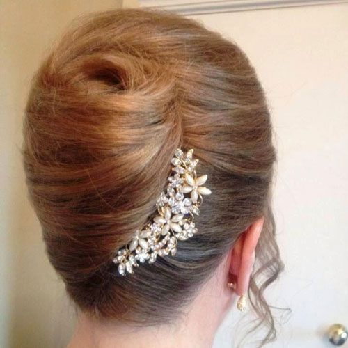 45 Cute Easy Updos For Short Hair 2020 Guide Roll Hairstyle Short Hair Updo French Twist Hair