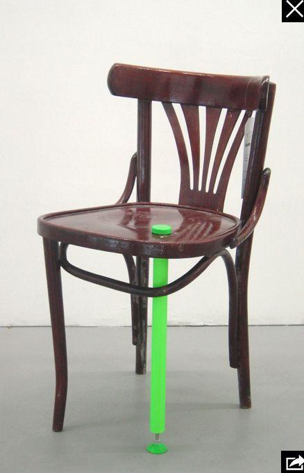 """Projet Réanim. Chaise """"soignée"""" avec Béquille. 2004 - 5.5 Designers"""