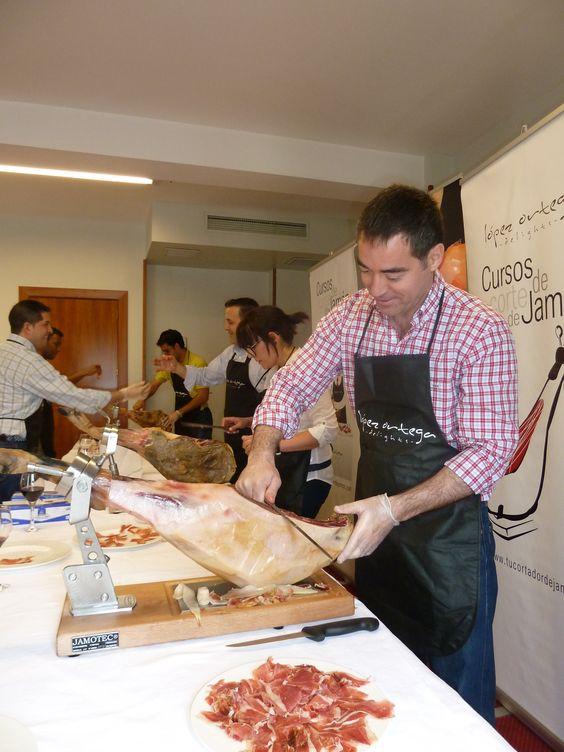 Aprende a cortar jamón a través de nuestros cursos de corte  www.lopezortega.es