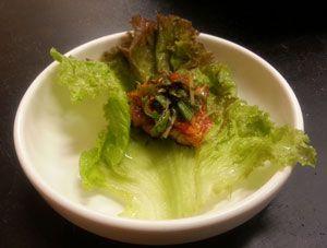 3.チシャ菜でサムギョプサルと付けあわせを包んで食べる-豚たん