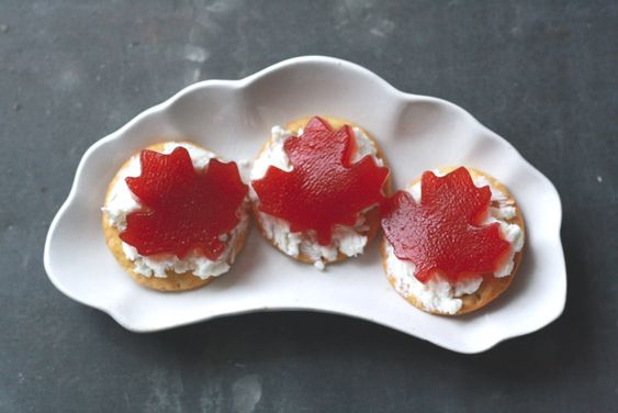 Easy Appetizer Cranberry Goat Cheese Crackers