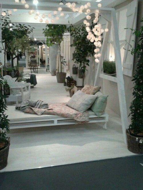diy schaukel aus europaletten garten lichter lampen. Black Bedroom Furniture Sets. Home Design Ideas