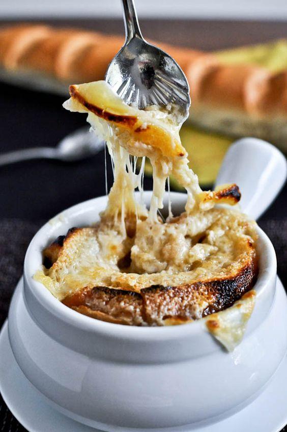 french onion soup gratinée : à servir très tard le soir, après le spectacle !