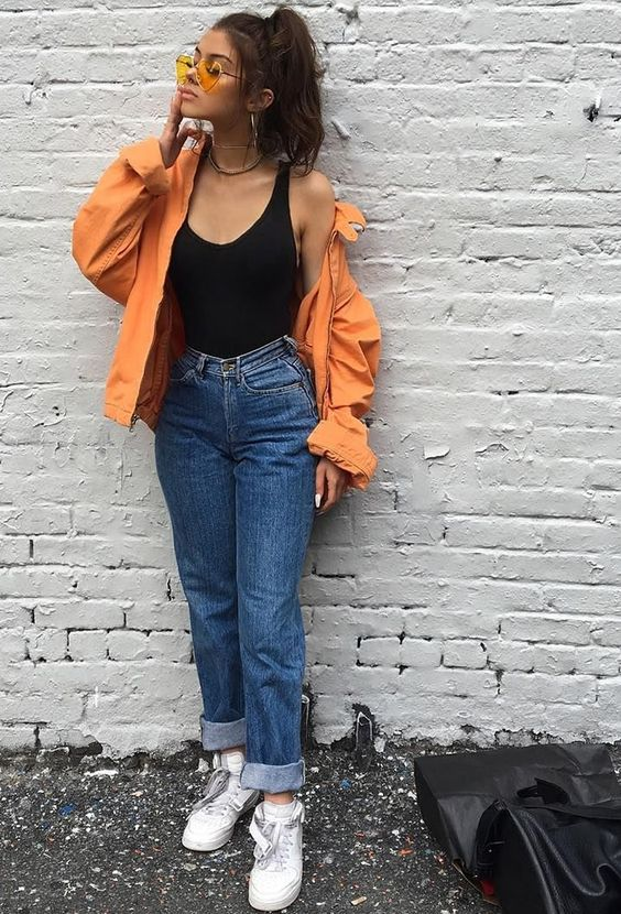 Look tumblr com calça jeans e sobreposição