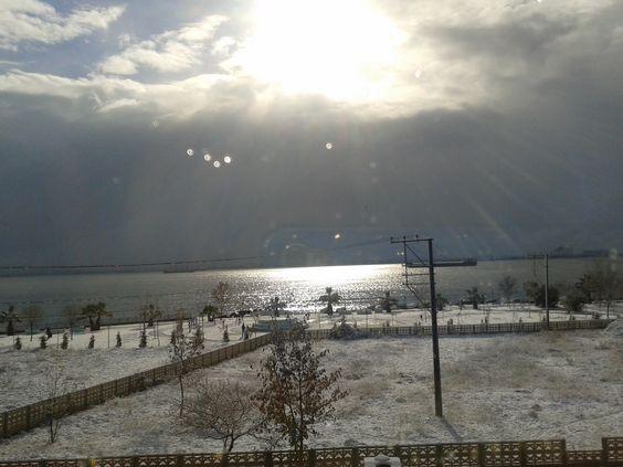 Kocaeli plajyolu sahili havanın kar topladığı bir vakit)