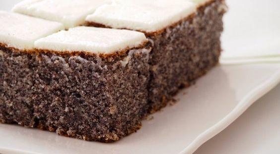 Pyragui:150 g cukraus150 g sviesto3 kiaušiniai200 g aguonų1 arbatinis šaukštelis kepimo miltelių200 g miltųKremui:500 g grietinės150 g...