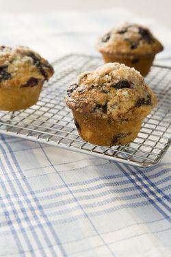 Muffins bleuets et babeurre  Aussi délicieux: en version framboise et choco blanc