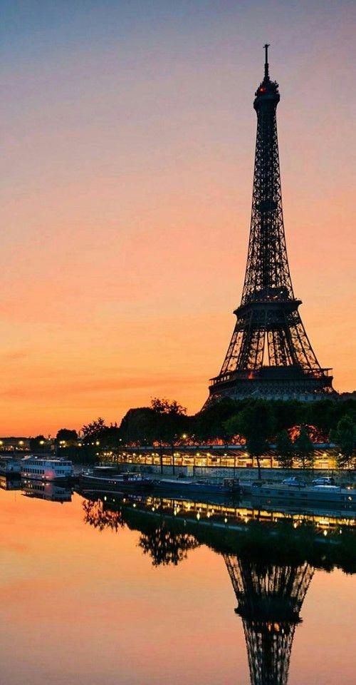 Pin By Valen Farias On Eiffel Unique Perspective Paris Wallpaper Paris Eiffel Tower