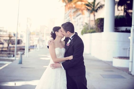 miami wedding ideas photography poses kiss newlyweds