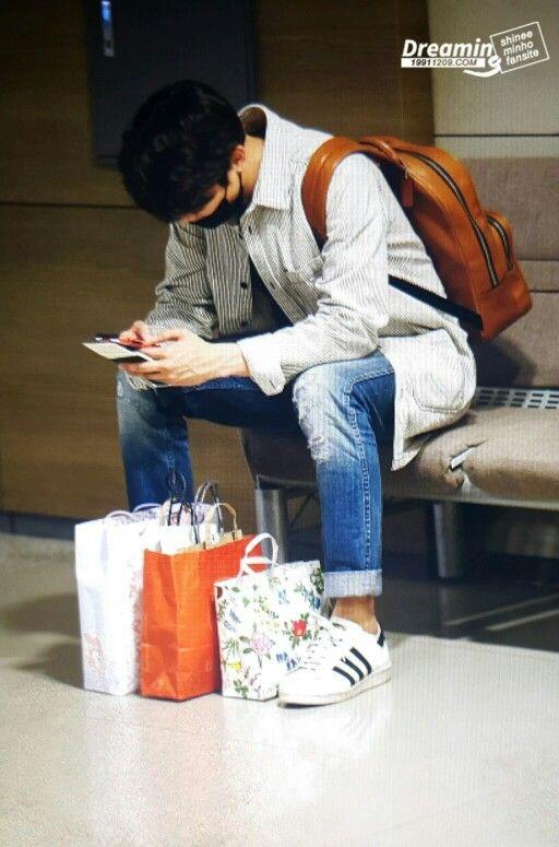 #MINHO a su llegada al aeropuerto Incheon en Corea.  (25/Abril /16)