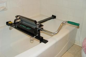WRINGER STAND FOR BATH TUBS