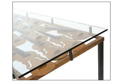 """""""Tavolo con violini"""" è il tavolo da soggiorno (8 posti) realizzato interamente in ferro battuto e ferro lavorato con tecnica a sbalzo per i violini con vetro spessore 3 cm. temperato. Disponibili anche la versione da 4 posti e basso da salotto. Solo su www.mirabiliashop.com"""