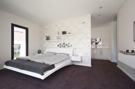 #bungalow #groundlevel #ebenerdig #barrierefrei #bedroom  High class bedroom with walk-in closet en suite. Direkt angrenzend an das hochwertige Schlafzimmer: ein begehbarer Kleiderschrank.