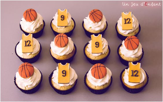 Basketball cupcakes  by Un  Jeu d'Enfant