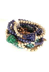 Marlyn Shiff siempre está creando nuevos diseños, inspirados en las tendencias, colores, texturas y materiales que son tanto clásicos como actuales. Le encanta compartir sus joyas únicas con las mujeres en todas partes.