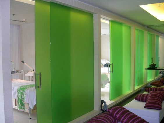 Cristal + PVB Verde + Cristal Frost. Clear Glass + Green Interlayer + Frosted Glass