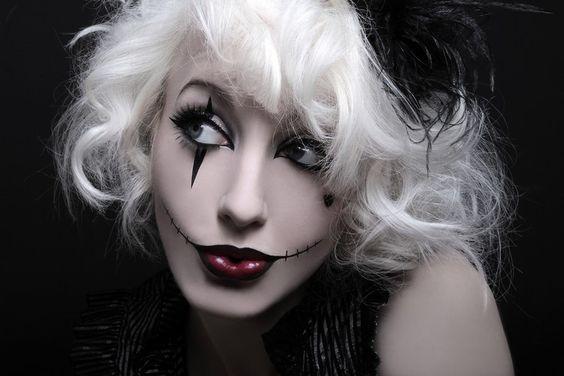 maquillage Halloween rouge à lèvres et dessin de grillage barbelé:
