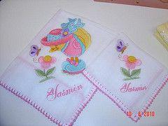 Fralda de ombro e fralda de boca bordadas com croch (BORDADOS NICE E KELLY) Tags: de e com boca ombro croche fralda bordadas