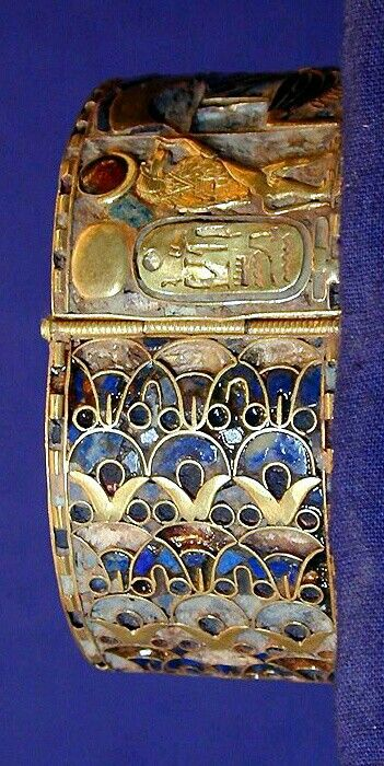 Lapis and Gold bracelet : from the treasure of the royal tombs Tanis, ca. 1070-712 B.C.
