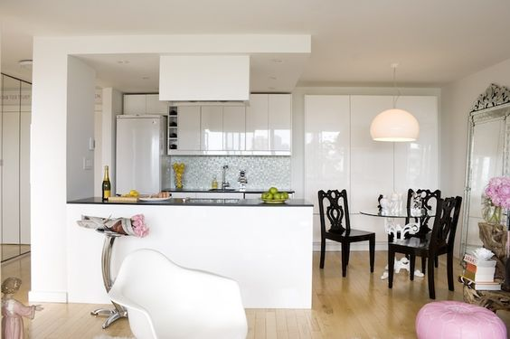 Chic kitchen with glossy white lacquer kitchen cabinets