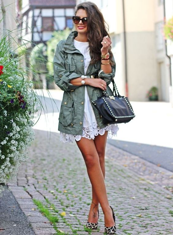 street-style-vestido-renda-off-white-e-parka-militar: