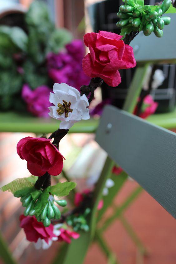Corona de flores, realizada con alambre forrado con cinta ...