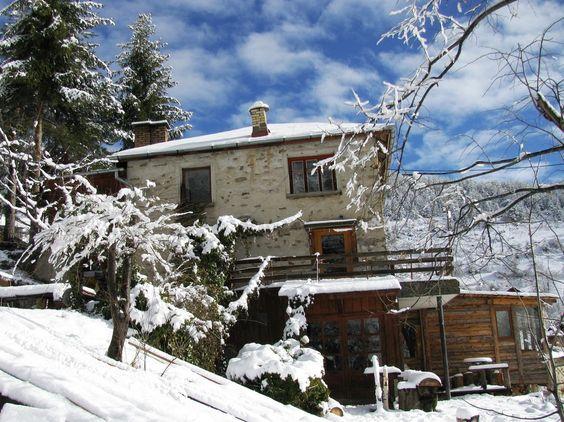 Село Зорница се намира в Родопите, до Чепеларе, на 10км. от Пампорово. Надморската му височина е 1360м. Селото е разположено в заветна долина и гледа право на юг. Има прекрасен изглед и грее много слъ