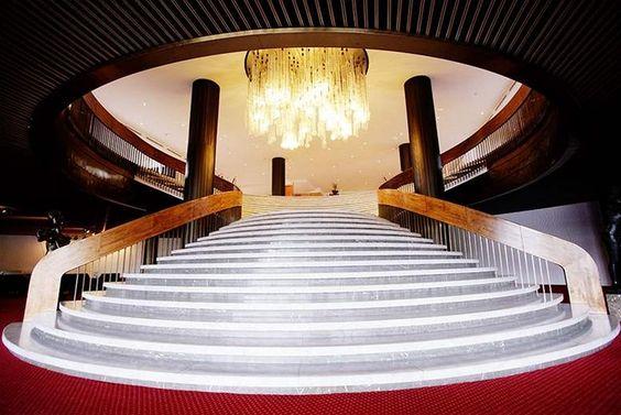 Na tomto schodišti se často konaly i módní přehlídky.