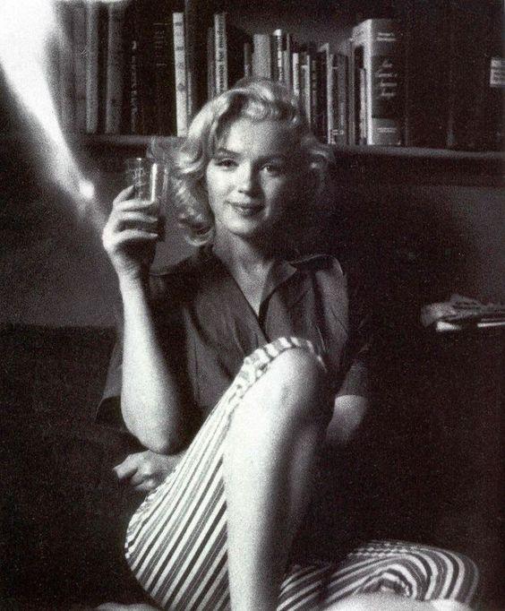 "Marilyn Monroe photographiée par Milton H Greene  1953 - Los Angeles - ""Schenck House"""