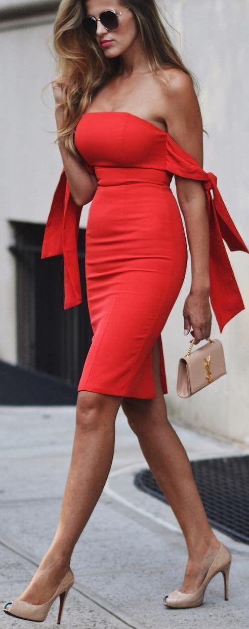 #fall #street #trends |  Fuera del hombro vestido rojo Midi