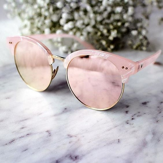 8 Gorgeous Ways to Wear Pantone's 2016 Color of the Year: Rose mirrored sunnies.: