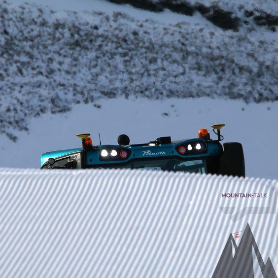 Dual GPS Schneehöhenmessung von #Leica iCON alpine montiert auf dem neuen #Prinoth Bison X. Hochpräzise 3D #Schneehöhenmessung in Echtzeit für ein ressourcenschonendes Schneemanagement. Die Schildsteuerung ermöglicht dabei die Herstellung von Sollgeometrien für höchsten Spaßfaktor im #Funpark.  #FunparkStilfserjoch #TRIGONOS #PRINOTH #mountaintalk #photooftheday #potd ©TRIGONOS ZT GmbH