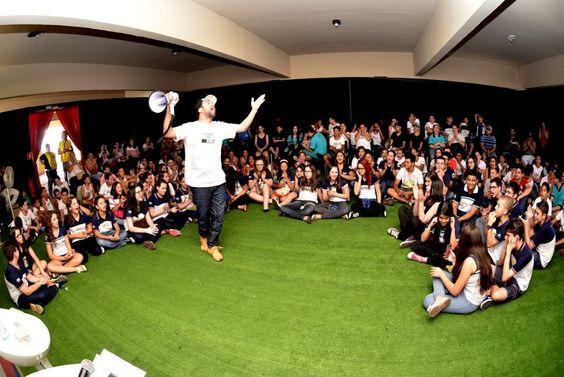 A Parada Poética ocorre pela primeira na Livraria Cultura, no Conjunto Nacional, em São Paulo nesta quinta-feira, 18, às 19h. O evento gratuito terá contação de poesias, comandado pelo rapper Renan Inquérito, que já desenvolve a iniciativa em bares e escolas na região metropolitana de Campinas.