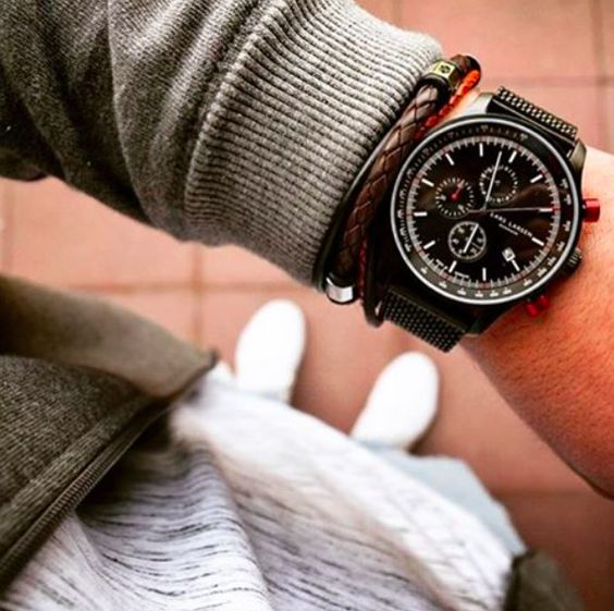 Fab details to match up the all Black watch 📸by @chriskv_11 🔝🤘🏻#LW33 www.larsenwatches.com