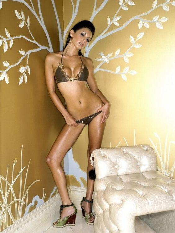 AM Hottie: Smokin' Hot Sonia Vera