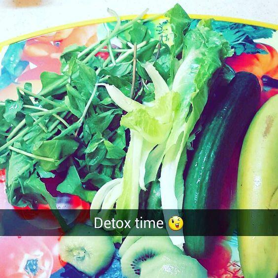 بعد الفطور بساعه سويت لي عصير ديتوكس #ديتوكس #دايت #فطوري #فوائد #لو_كارب #رجيم_صحي #اكل_صحي #عصير #delicious #detox #diet #juicecleanse #snack #lowcarb by miss_ghadoody