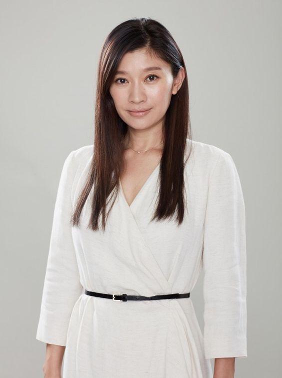 ホワイトワンピの篠原涼子