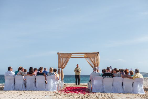 Classic and beautiful chuppah on the beach for a nice ceremony.  Los Cabos Cancun Destination wedding photographer | Mexico wedding photographer | Moshi Moshi Photography