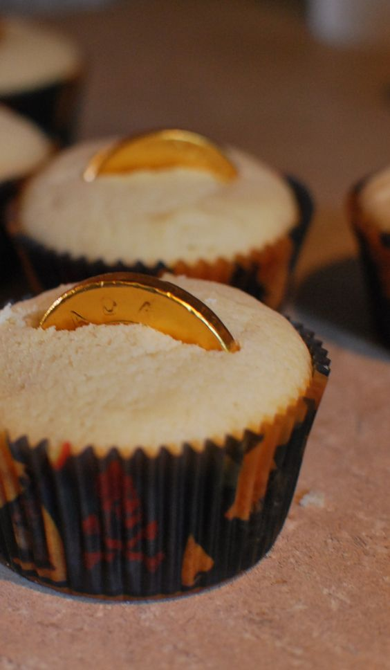 Buried Pirate Treasure Cupcakes - super fun for Gasparilla parties!