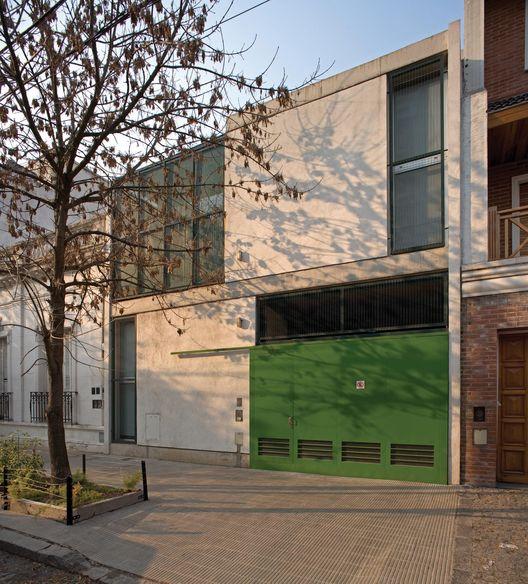 Casa en Coghlan / Parentella & Sánchez Arquitectos
