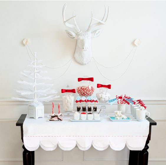 Um, I think I'm having a hot chocolate party next year just so I can recreate this amazing table.