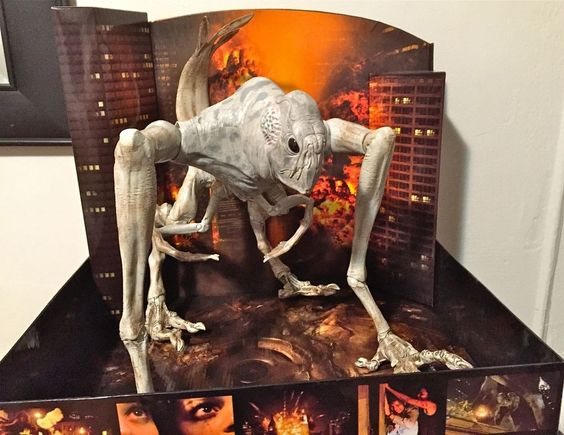 Cloverfield Movie 14 Inch Electronic Action Figure Kaiju ... Cloverfield Vs Kaiju